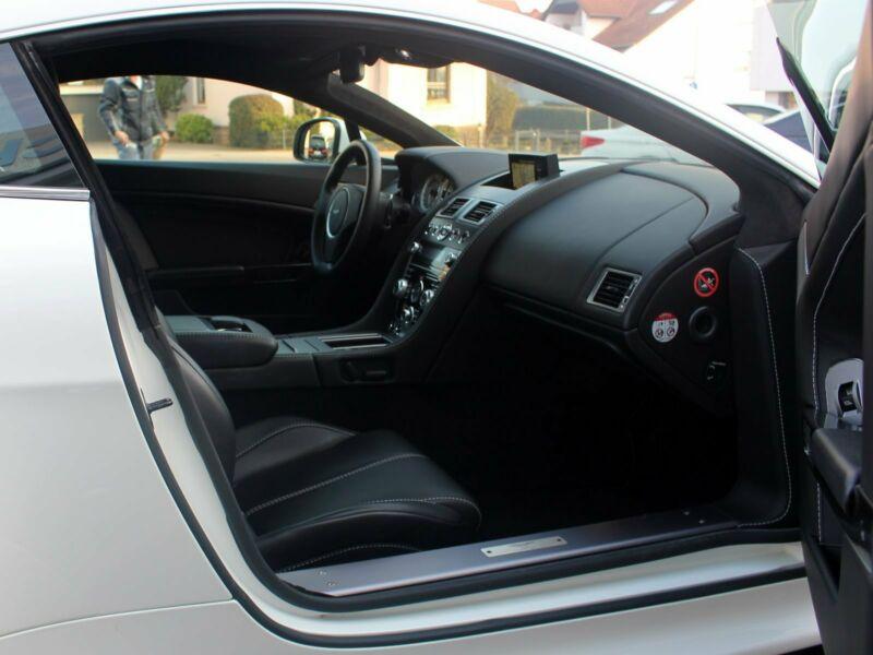 Aston Martin V8 Vantage - Image 6
