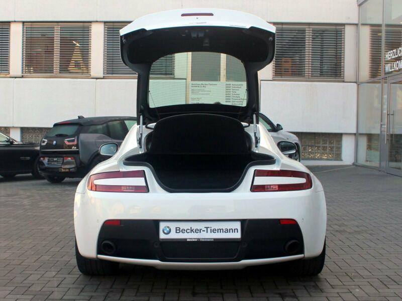 Aston Martin V8 Vantage - Image 8